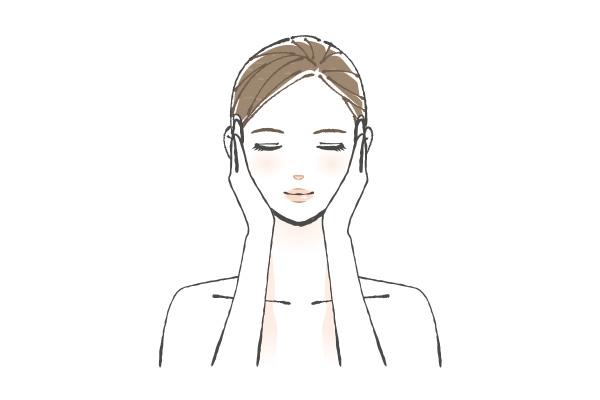 顔全体を包み込むように肌になじませます